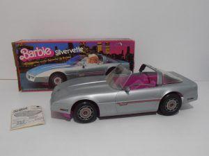 barbie en coche