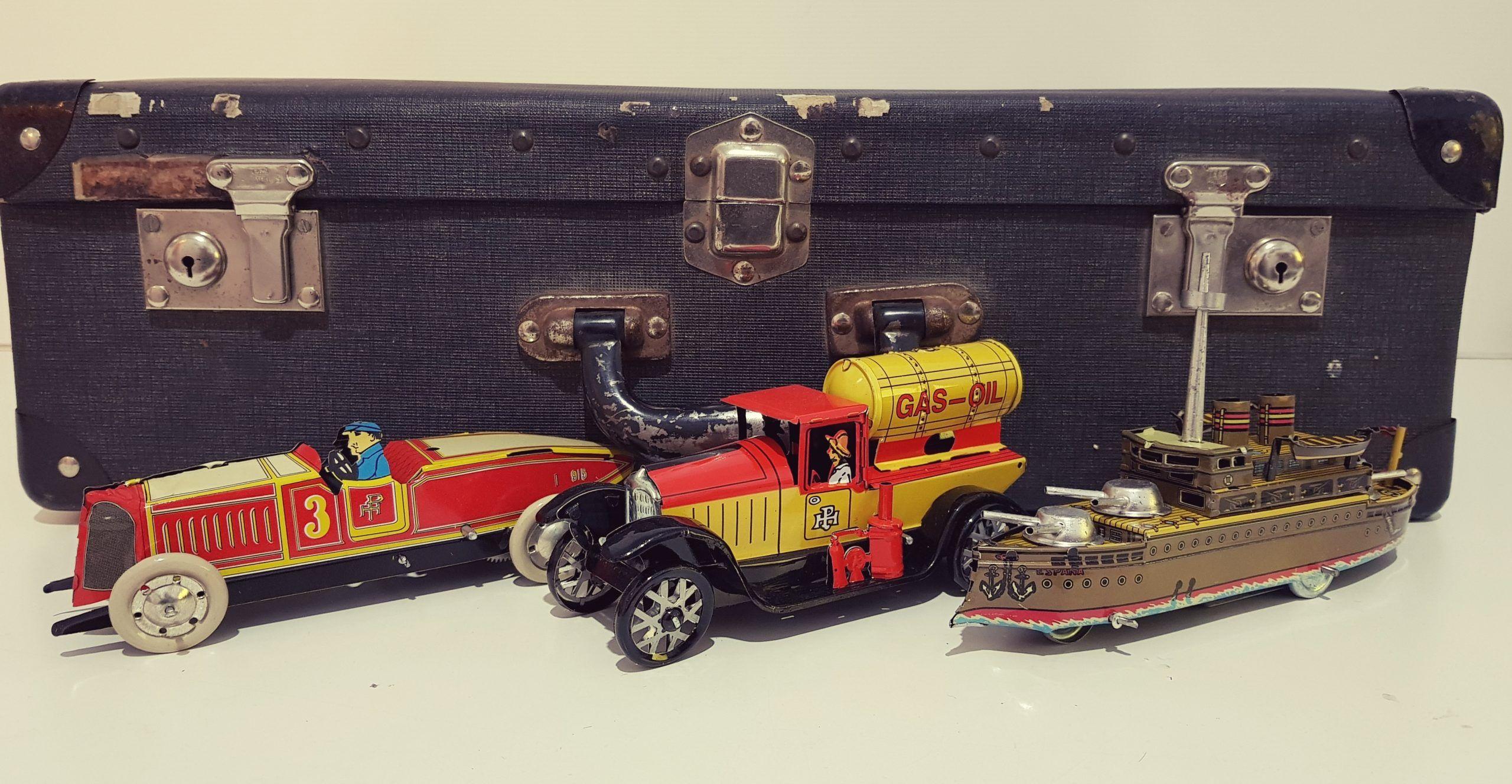 maleta con juguetes antiguos